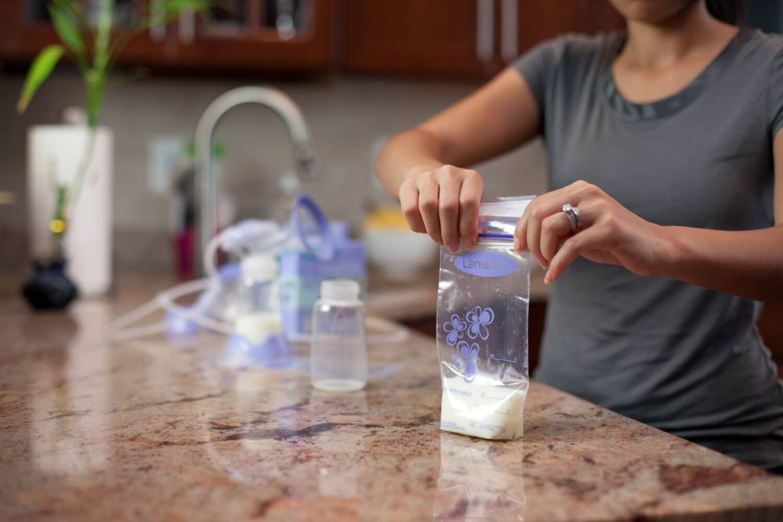Cách sử dụng sữa mẹ sau khi bảo quản ở ngăn mát