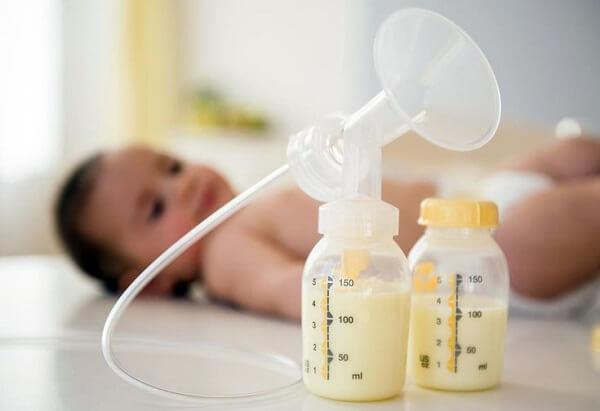 Những dấu hiệu bất thường của sữa non