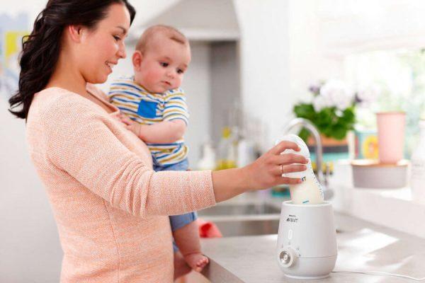 Cách hâm nóng sữa mẹ chính xác nhất